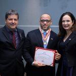 Fernando Carneiro recebe medalha de honra do CNPGC, máxima distinção da entidade